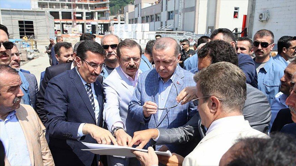 Cumhurbaşkanı Erdoğan, Sarp Gümrük Kapısı'nda İncelemelerde Bulundu