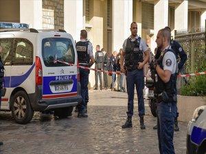 Fransa'da Devriye Gezen Askerlere Araçlı Saldırı