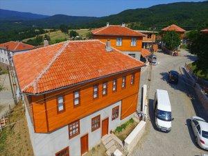 'Makyajlanan Köy' Turistin Gözdesi Oldu