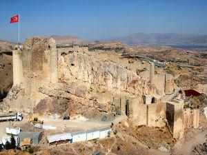 2 Bin 800 Yıllık Tarihi Surlar Ayağa Kaldırılıyor