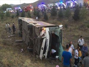 Ankara'da Yolcu Otobüsü Şarampole Devrildi 4 Ölü 18 Yaralı