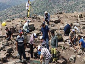 2 Bin 700 Yıllık Mezarlara Uluslararası Ekipten İnceleme