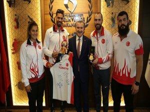 Gençlik Ve Spor Bakanı Bak, Milli Atletleri Kabul Etti