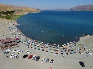 Hazar Gölü, Akdeniz Ve Ege Sahillerini Aratmıyor