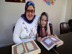Down Sendromlu Fatma Nur'un Kur'an-ı Kerim'i Okuma Sevinci