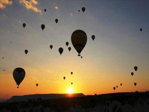Gün Doğumunu Gökyüzünde Karşılıyorlar
