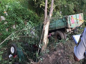 Sakarya'da İşçileri Taşıyan Traktör Devrildi