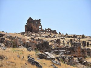 Üstü Kadar Altı da Tarih olan Kale: Zerzevan Kalesi