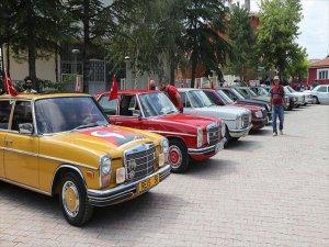 Klasik Otomobil Sahipleri Klasik Şekilde Buluştu