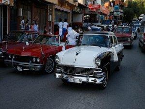 Sünnet Düğününde 'Klasik Otomobil' Konvoyu