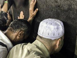 Kabe'de Dualar Ve Gözyaşları