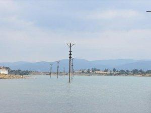 Sular Altında Kalsa da Ata Toprağını Terk Etmiyorlar