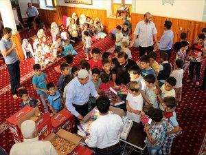 Cami Cemaatinden Suriyeli Çocuklara Süpriz