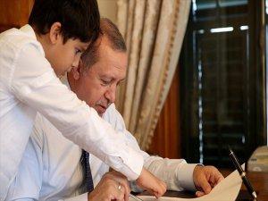 Cumhurbaşkanı Erdoğan, Torunuyla Fotoğraflarını Paylaştı
