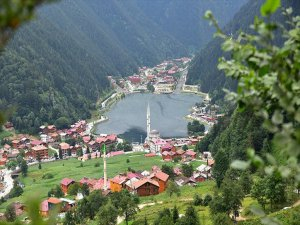 Dünyaca Ünlü Trabzon Uzungöl Turistlerin Gözdesi Oldu