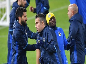 Fenerbahçe'de Alper Potuk Ve Van Persie'den Kötü Haber