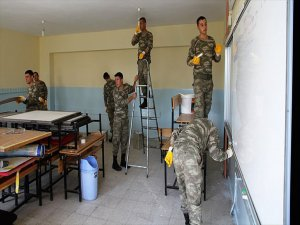 Mehmetçik'ten Muş'ta Eğitime Destek