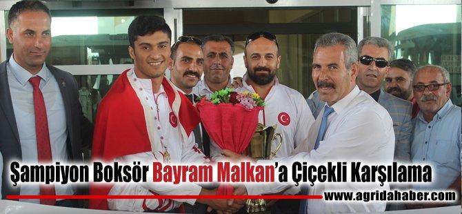 Şampiyon Boksör Bayram Malkan'a Çiçekli Karşılama