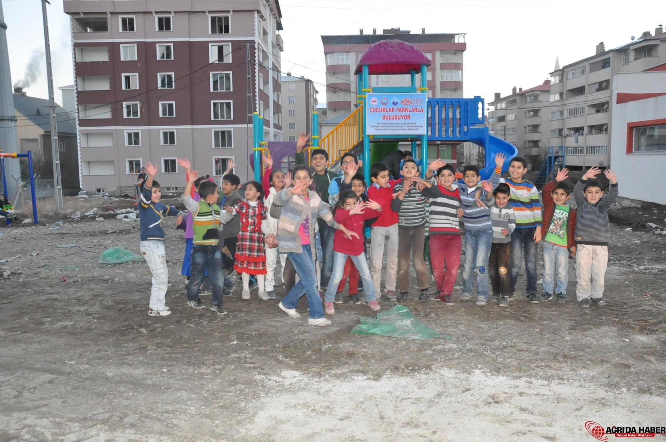 Ağrı Belediyesi Çocukları Parklarla Buluşturdu