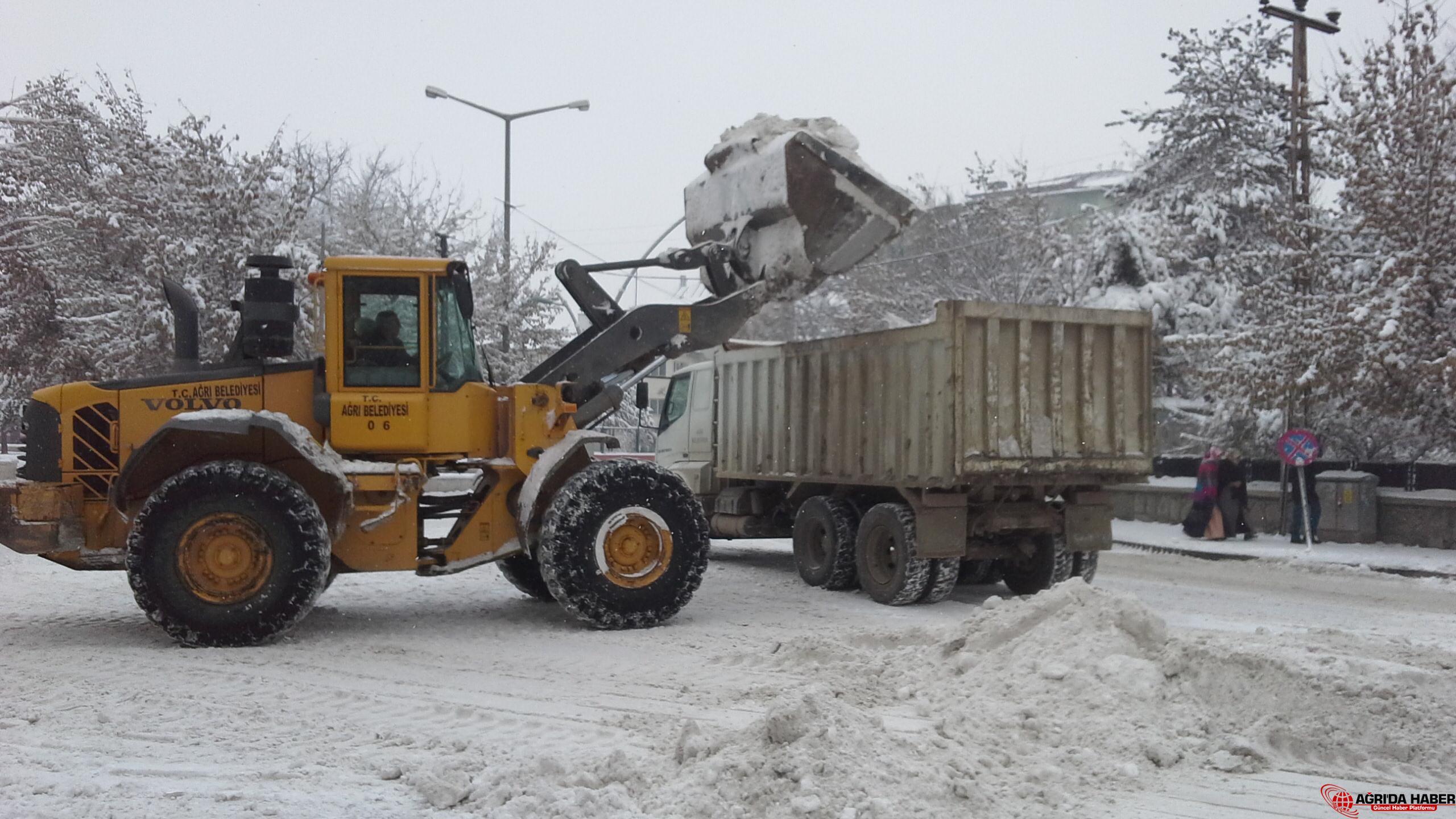 Ağrı Belediyesi Karla Mücadele Çalışması Devam Ediyor