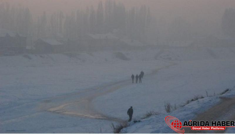 Ağrılılar Donan Nehri Yol Olarak Kullanıyor