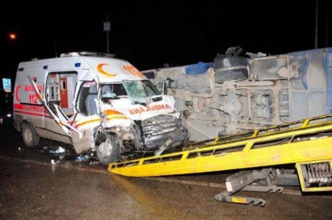 Ağrı'dan Van'a Hasta Götüren Ambulans Kaza Yaptı: 1 Ölü 11 Yaralı / VİDEO