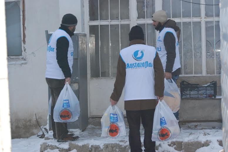 Mustazaflar Cemiyetinden 120 aile ye yardımda bulundu