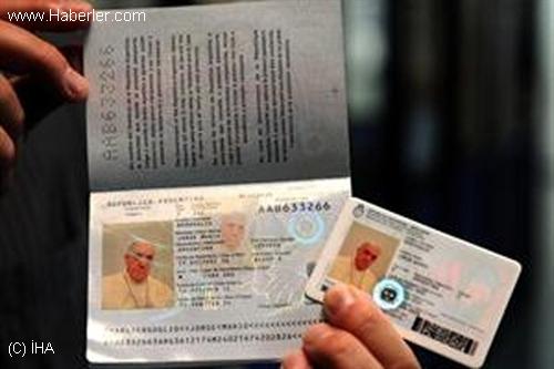 Papa, Arjantin Pasaportunu Tercih Etti