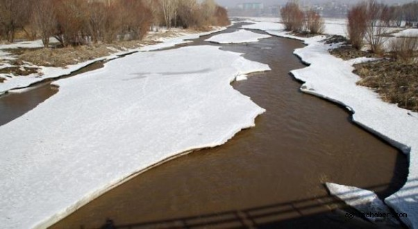 Buz Tutan Murat Nehri Erimeye Başladı