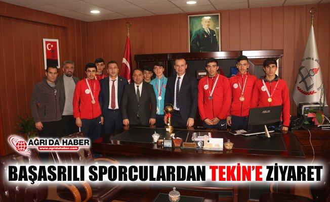 Ağrı'da Başarılı Sporcular Milli Eğitim Müdürü Tekin'i Ziyaret Etti