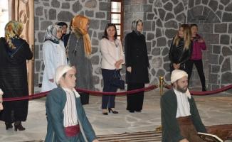 Ekonomi Bakanının Eşi Ayşen Zeybekçi Doğubayazıt'ta