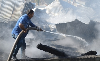 Eleşkirt'te Yangın! 1 Ev 3 Ahır Samanlık ve Garaj Kül Oldu