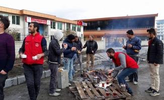 Ağrı Gençlik Merkezinden İşçilere Çay İkramı