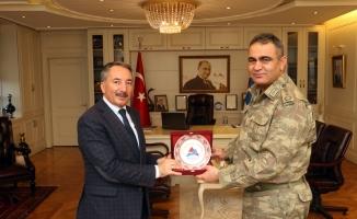 İl Jandarma Komutanı Gökhan Şahin Rektör Abdulhalik Karabulut'u Ziyaret Etti
