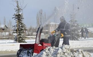 Ağrı'da Kar Temizleme Çalışmaları Hız Kesmeden Devam Ediyor
