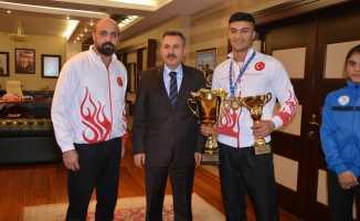 Ağrı Valisi Süleyman Elban Başarılı Sporcuları Ödüllendirdi