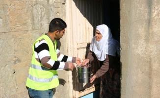 Bitlis Belediyesi Sıcak Yemek Dağıttı