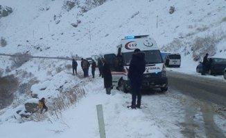 Ağrı'da Otomobil Nehire Uçtu: 4 Kişi Yaralandı