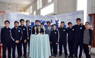 Basketbolda bölge şampiyonu olan okulda öğrencilerin spora ilgisi arttı