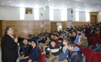 Bingöl'de öğrencilere kişisel gelişim konferansı