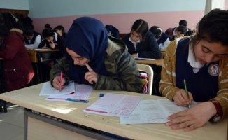 Doğubayazıt'ta Öğrenciler için Deneme Sınavı Yapıldı