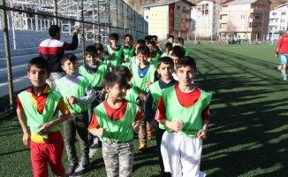 Hizan'da futbol okulu açıldı