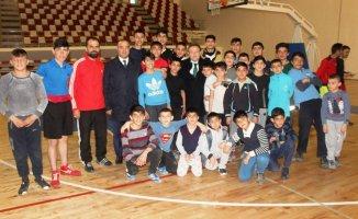 İl Müdürü Aziz Sinan Alp'ten Sporculara Moral Ziyareti