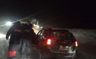 Kars'ta tipi de mahsur kalan 4'ü öğretmen 10 kişiye AFAD kurtardı