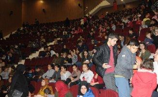 Şırnak'ta öğrenciler tiyatroyla buluştu
