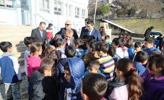 Vali Sonel'den okul ziyareti