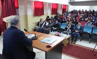 """Van'da """"Büyük Türkiye Yolunda Gençlerle İstişare"""" konferansı"""