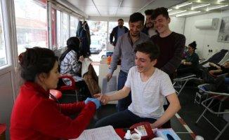 Yardım İsteyen Melis Bebek İçin Hastaneye Akın Ettiler!