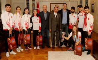 Kros'ta derece yapan öğrencilerden Rektör Abdulhalik Karabulut'a ziyaret