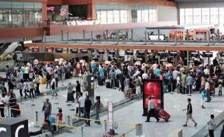 Sabiha Gökçen Havalimanında Görülmemiş Yoğunluk! 450 Bin Yolcu Bekleniyor